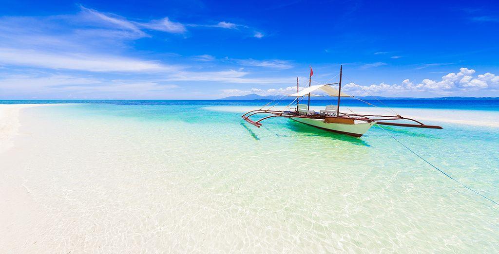 Plage de sable blanc et détente sur la mer des Philippines