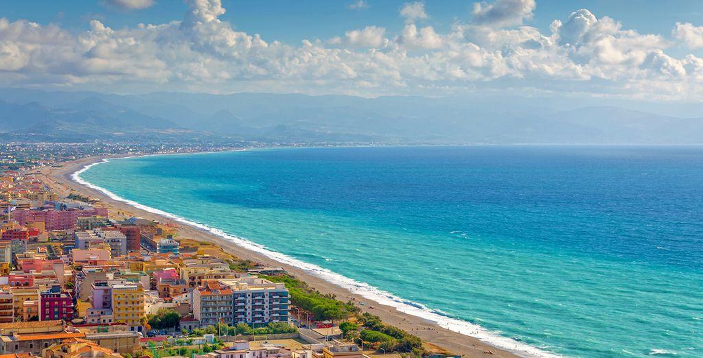 Région colorée de l'Italie, la Messina et ses plages méditerranéenne en Sicile