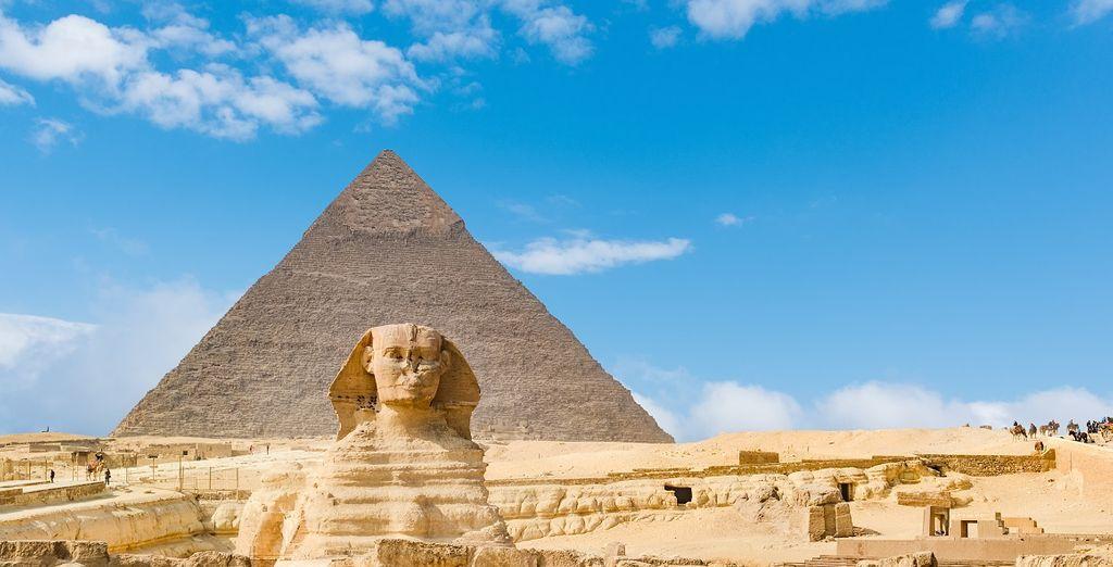 La pyramid de Gizej et le Sphinx en Egypte