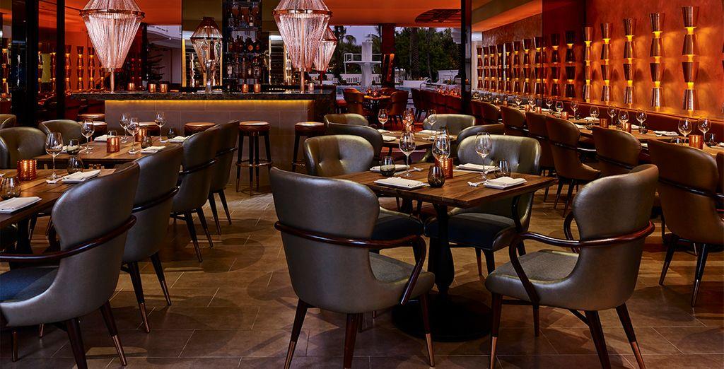 Et installez-vous confortablement dans l'ambiance cosy du restaurant de l'hôtel