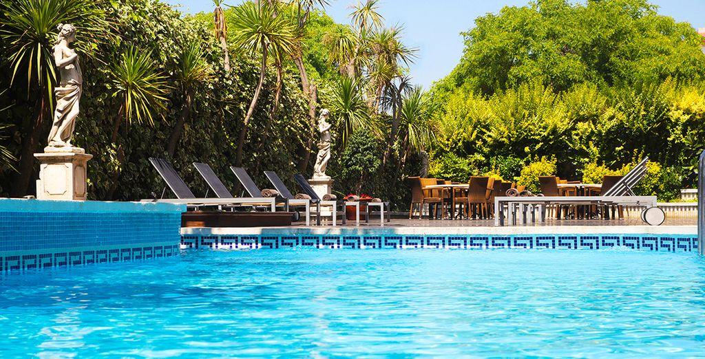 Hotel rosas pas cher pension complete for Site de reservation hotel pas cher