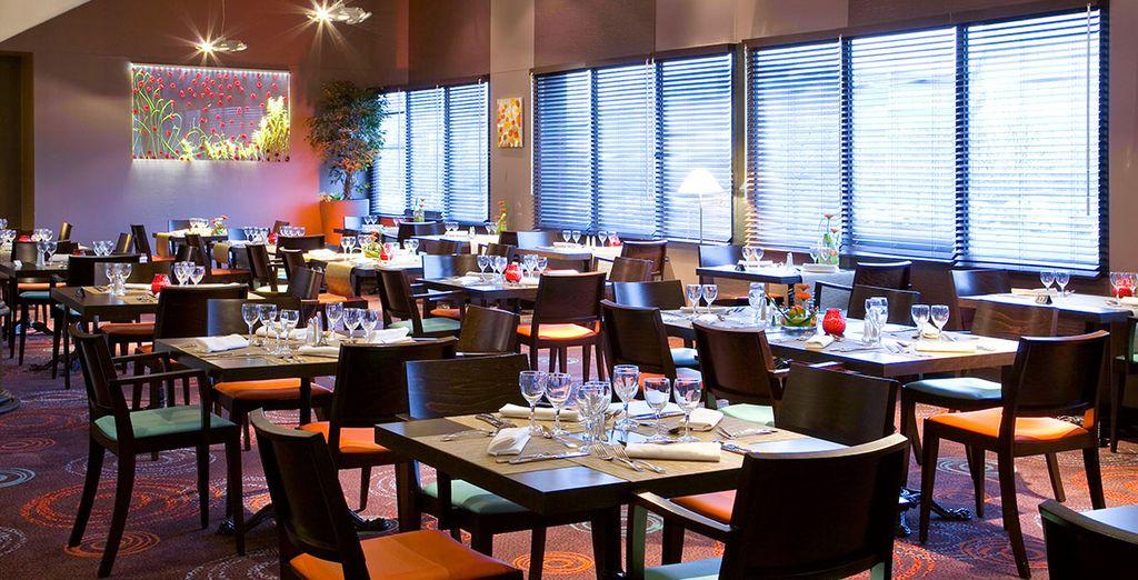 Et savourez un bon dîner en famille au restaurant de l'hôtel