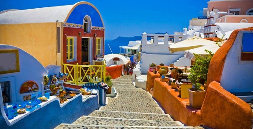 Une rue colorée de Santorin - Combiné Santorin - Folegandros - Ios - Santorin en hôtels 4* Santorin