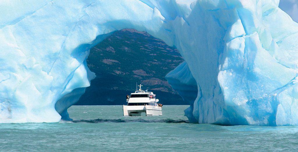 Vous naviguerez vers les emblématiques glaciers chiliens...