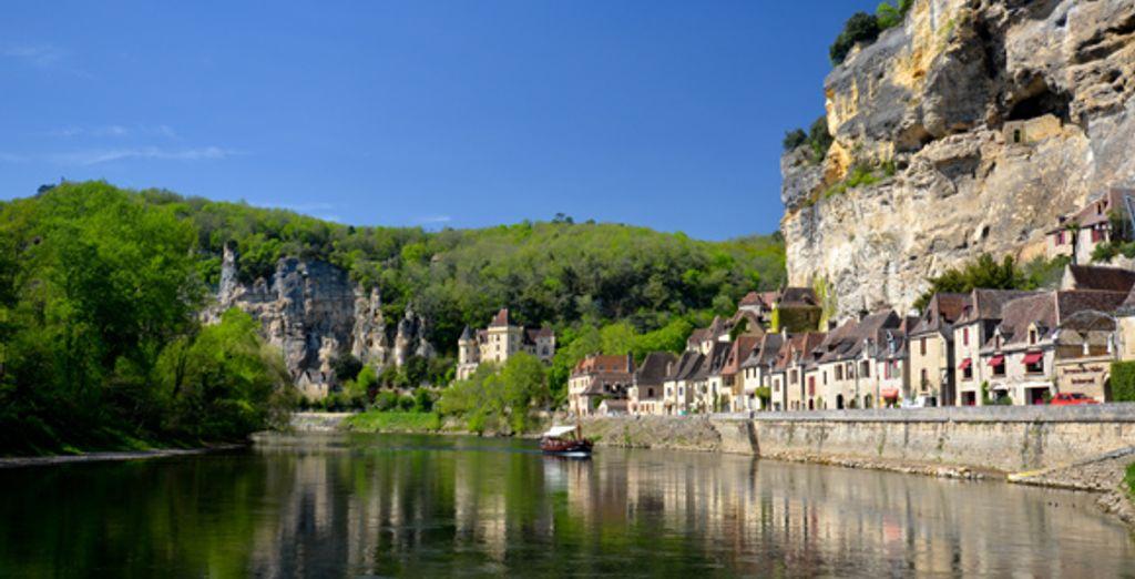Le village de Roque Gageac au bord de la Dordogne