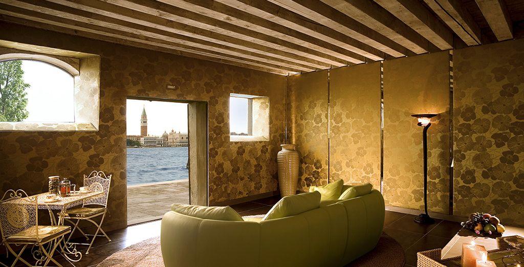 Et relaxez-vous dans le Spa avec vue sur la lagune