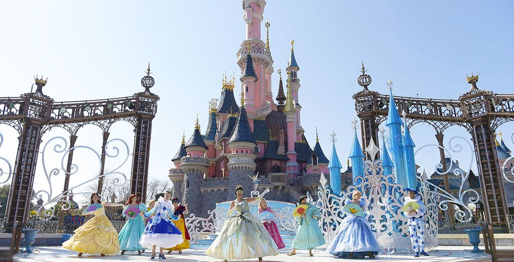 Mais ce n'est pas tout, vous profiterez d'une valse de conte de fées avec des Princesses Disney