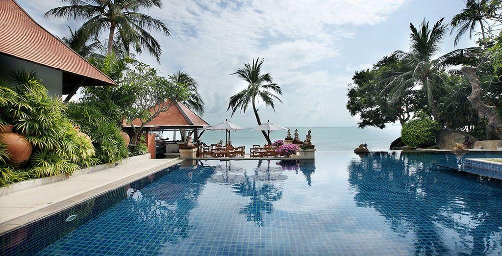 Pour plus d'espace, plongez dans la grande piscine du resort