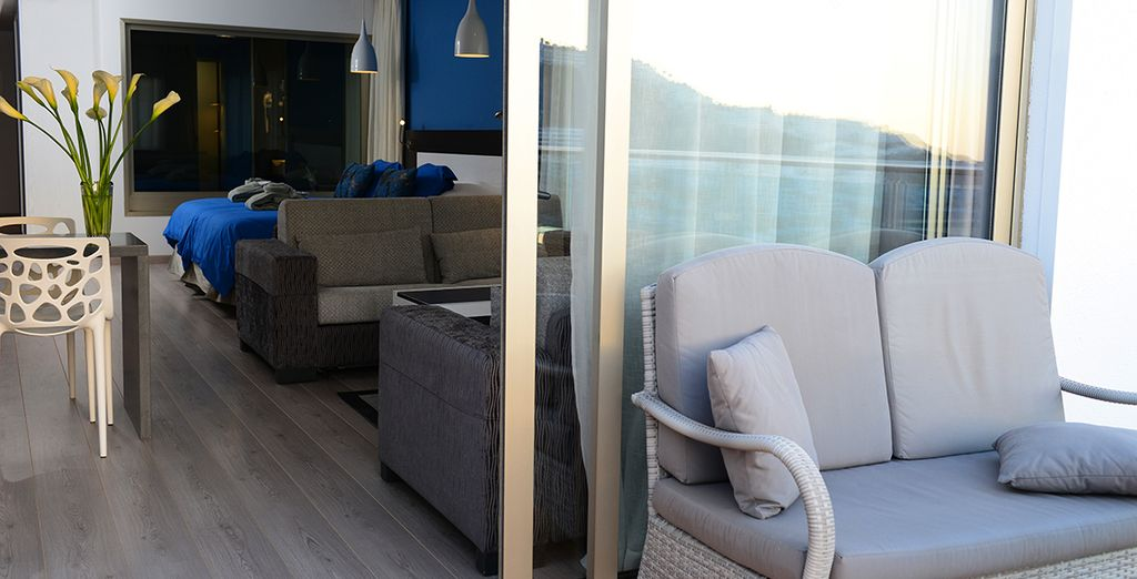 Vous apprécierez votre terrasse donnant sur la baie