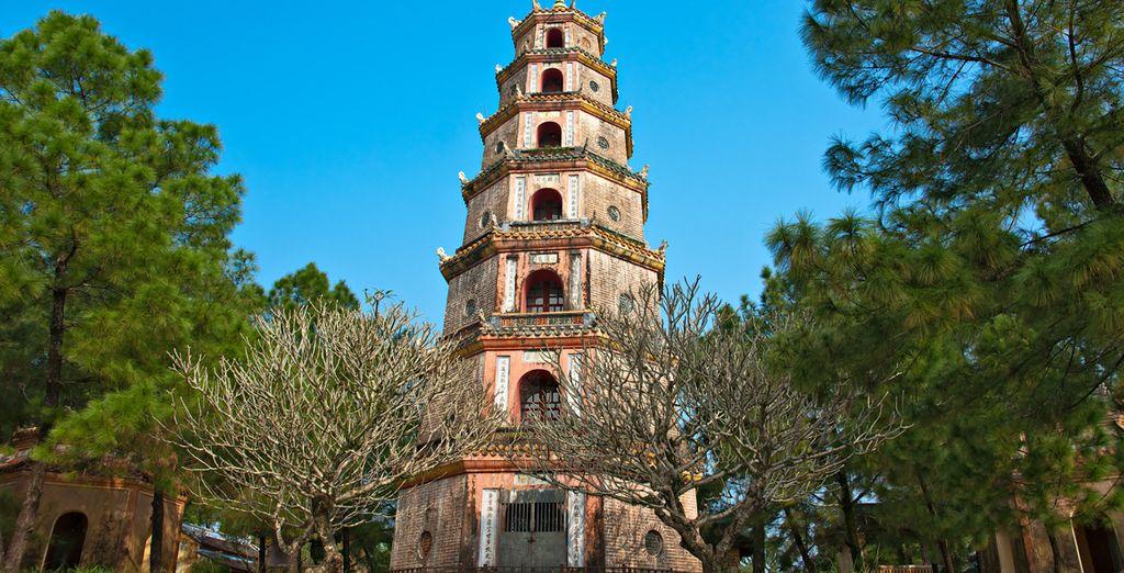 Contemplerez la pagode Thien Mu