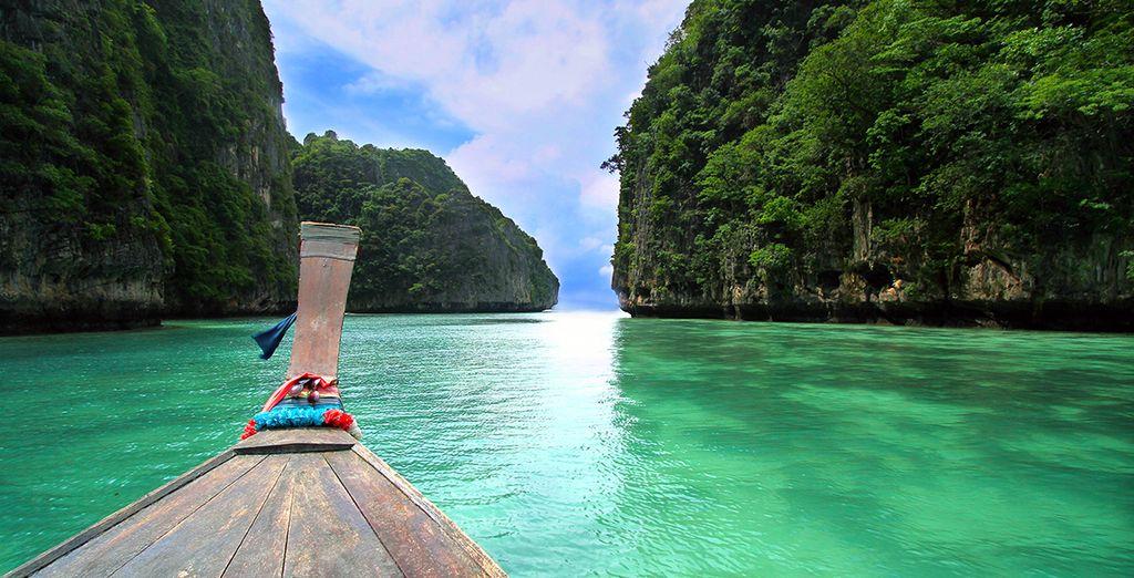 Photographie de la Thaïlande et de ses paysages naturelles verdoyants, au dessus de l'eau turquoise