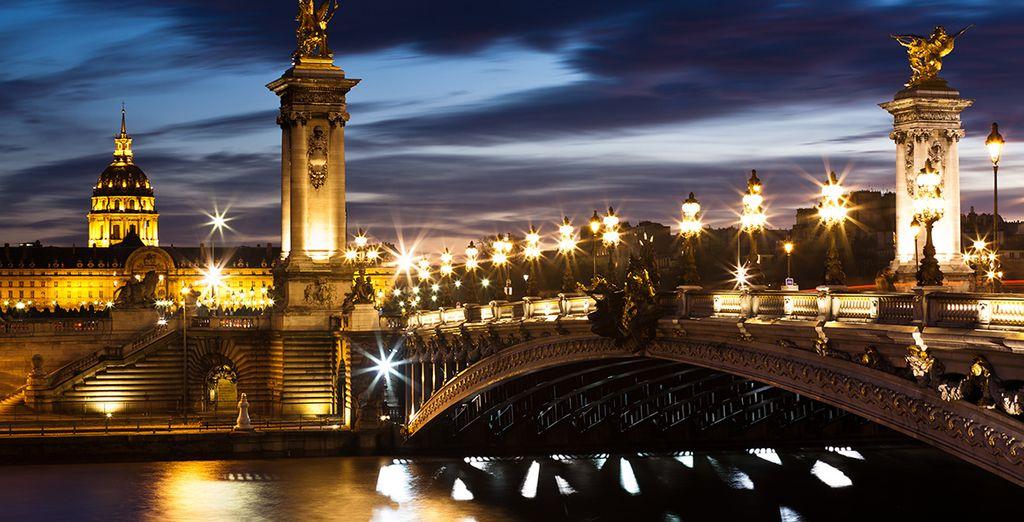 et appréciez les plus beaux monuments de la Capitale à la nuit tombée