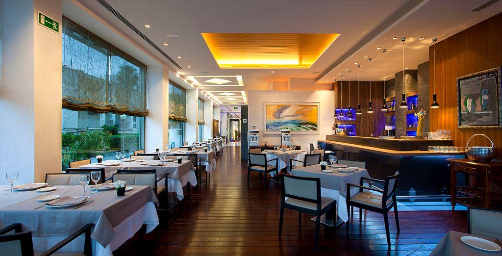 Pour vos repas, le restaurant sert une cuisine méditerranéenne raffinée