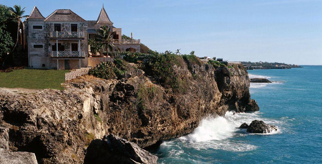 Magnifique Resort dressé à flanc de falaise