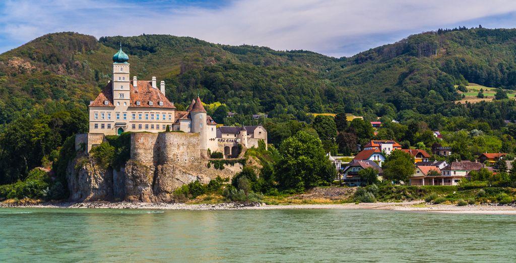 Photographie de Melk lors d'une croisière, abbaye sur le bord du Danube