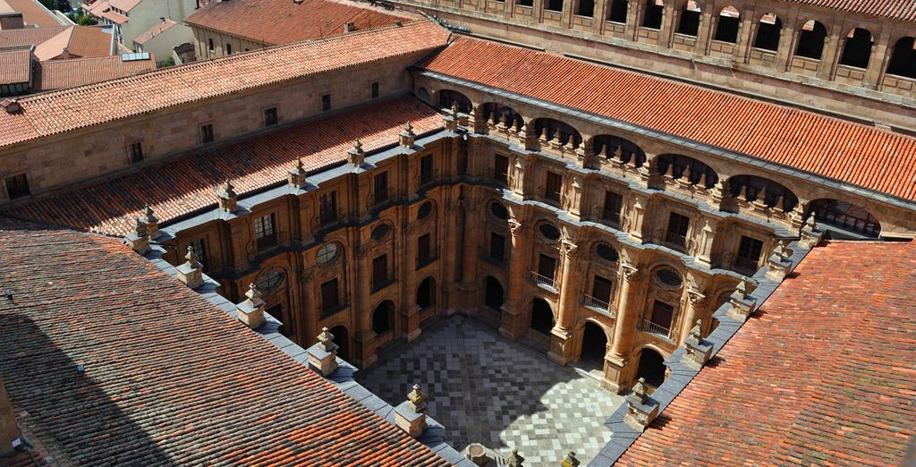 Dont le centre historique renferme d'importants monuments romans, gothiques, mauresques...