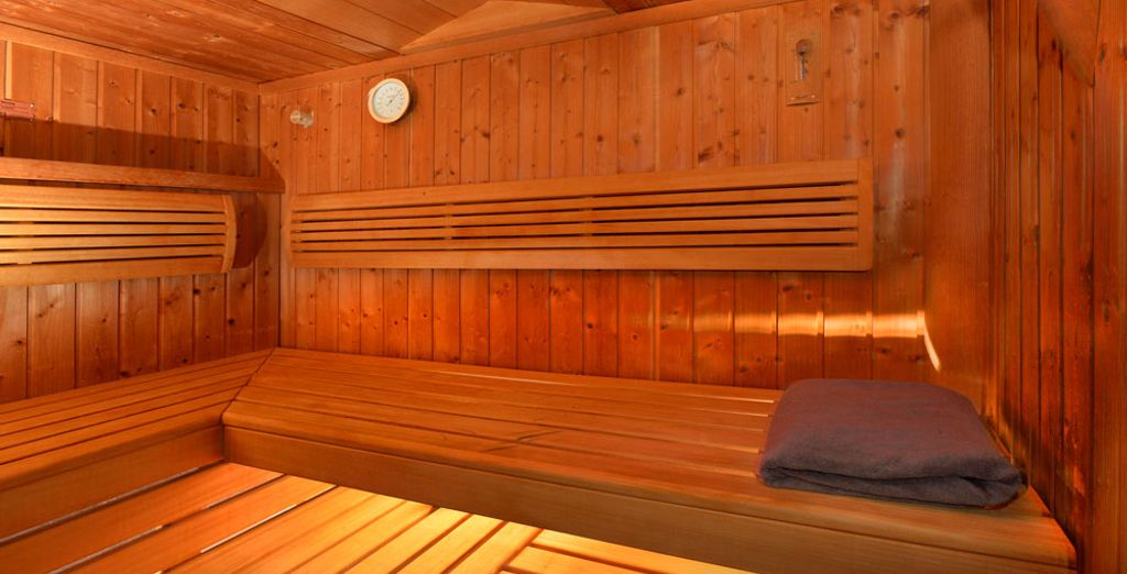Le sauna vous invite à à vous réchauffer en son sein