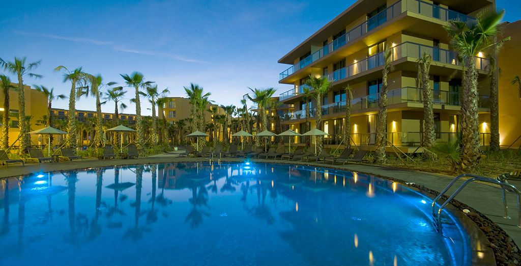 De l'hôtel Palm Village Suites 4*