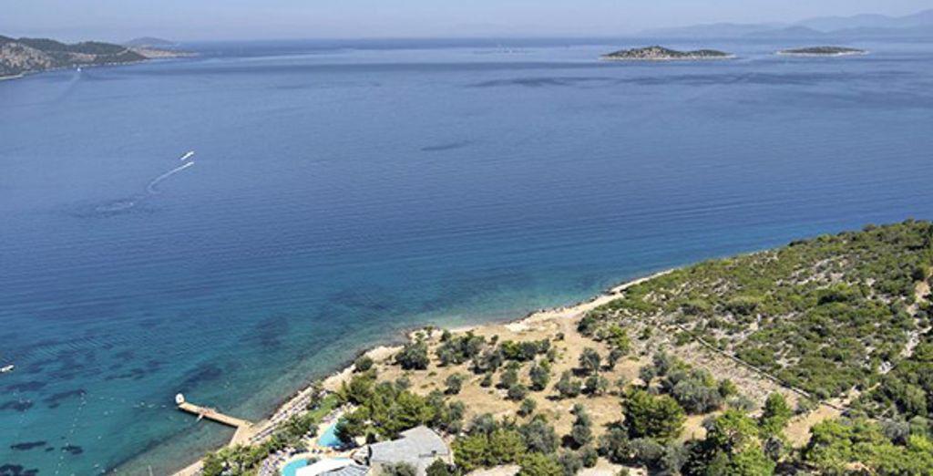 Vous attend au bord des eaux turquoise de la Méditerranée