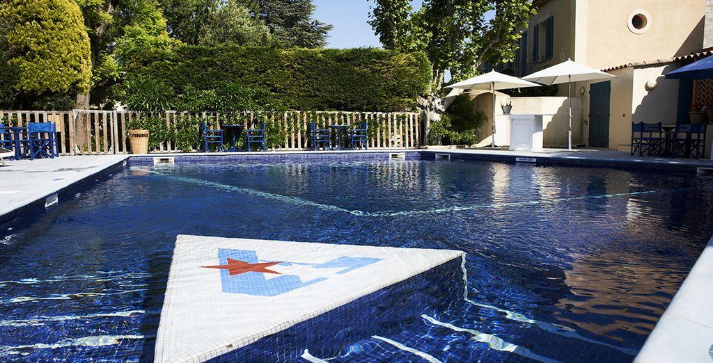 Les beaux jours, prenez le soleil au bord de la piscine