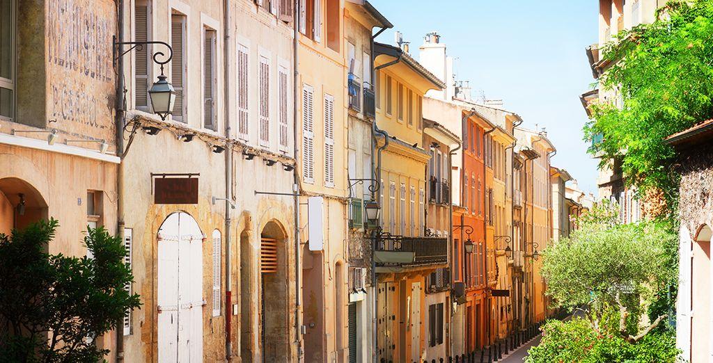 Arpentez les ruelles colorées d'Aix-en-Provence