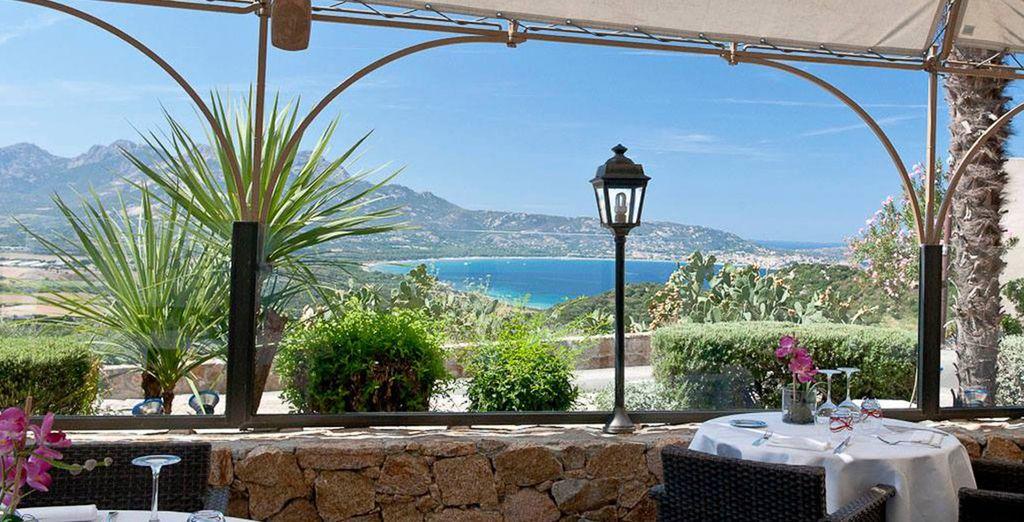 Ou sur la terrasse, avec vue sur le Golfe de Calvi !
