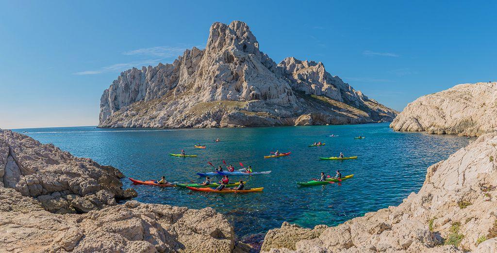 Kayak à Marseille au beau milieu des côtes rocheuses