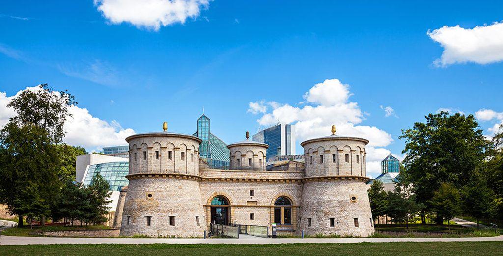 Luxembourg, ville entre passé et présent. Photographie du Musée d'art moderne Grand-Duc Jean