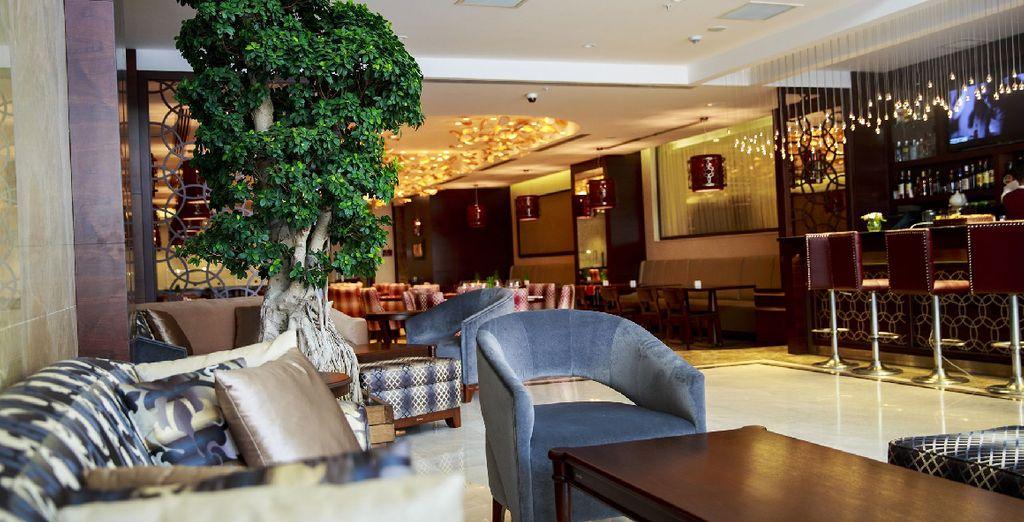 Posez vos valises dans l'élégant Clarion Hotel & Suites 5*