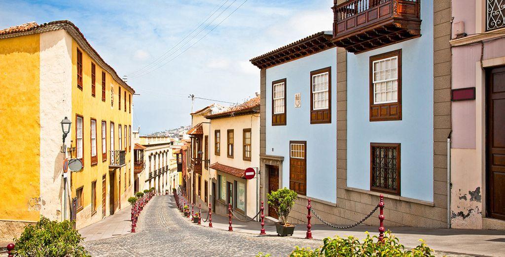 Ruelle et maisons colorées de Santa Cruz de Tenerife lors d'un séjour en Espagne