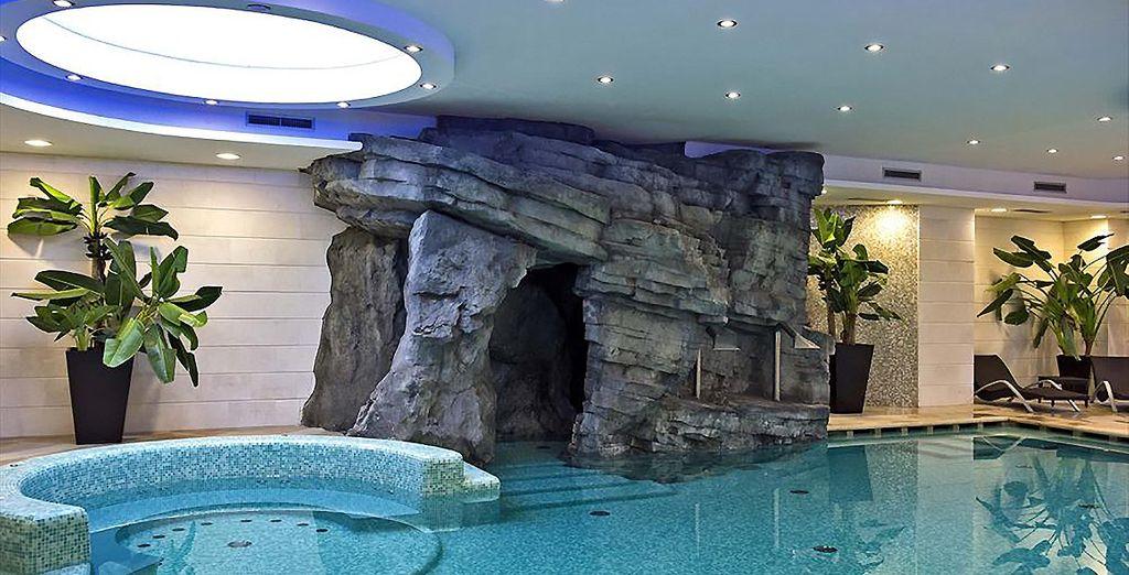 Peut-être vous laisserez-vous tenter par un bain dans  la piscine intérieure