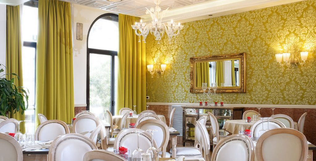Installez-vous au restaurant pour un dîner romantique