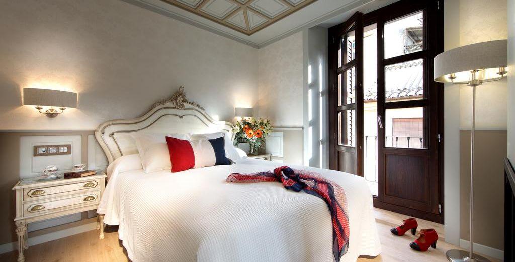 oppure nelle romantiche camere francesi