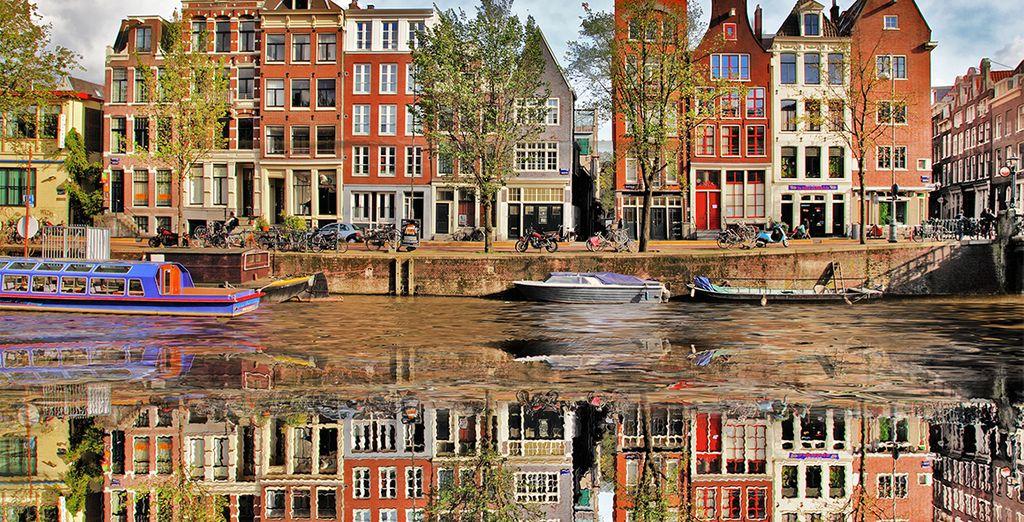 Venite a esplorare i canali di Amsterdam.