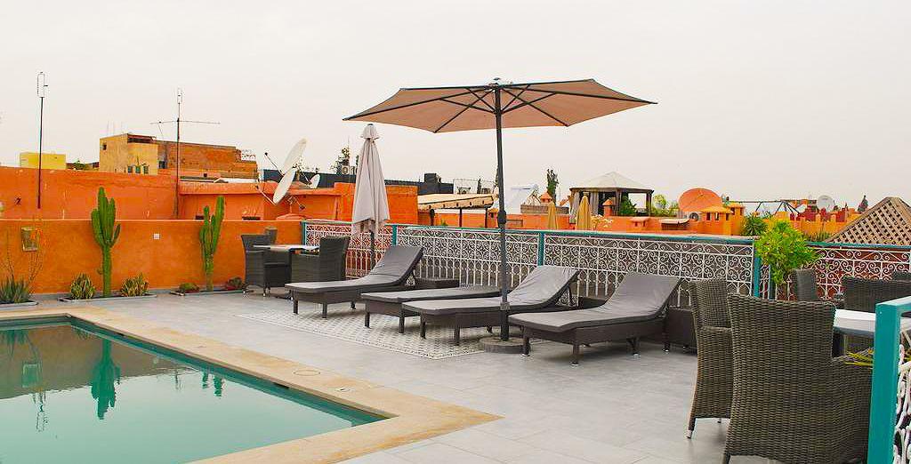 Hotel di alta gamma in Marocco con piscina e zona relax, selezionato da Voyage Privè