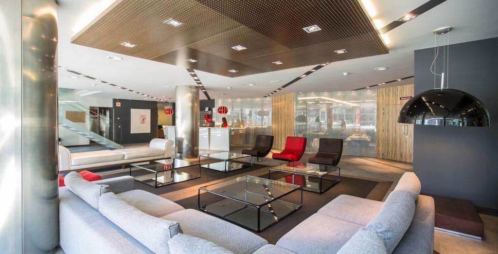 Questo hotel moderno vanta una posizione ideale