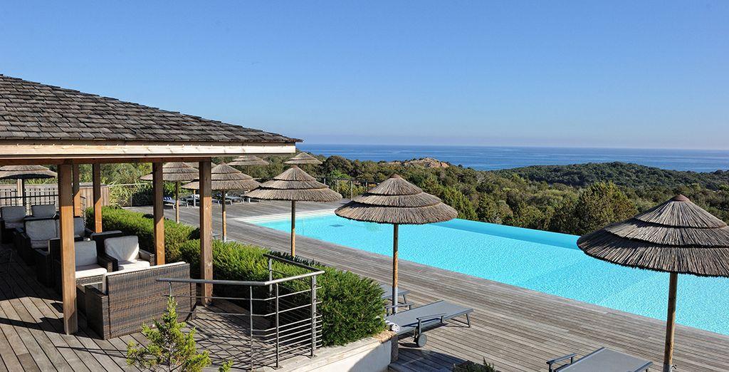 Hotel di lusso con piscina e area relax vicino a Bonifacio, con vista sul Mar Mediterraneo in Corsica
