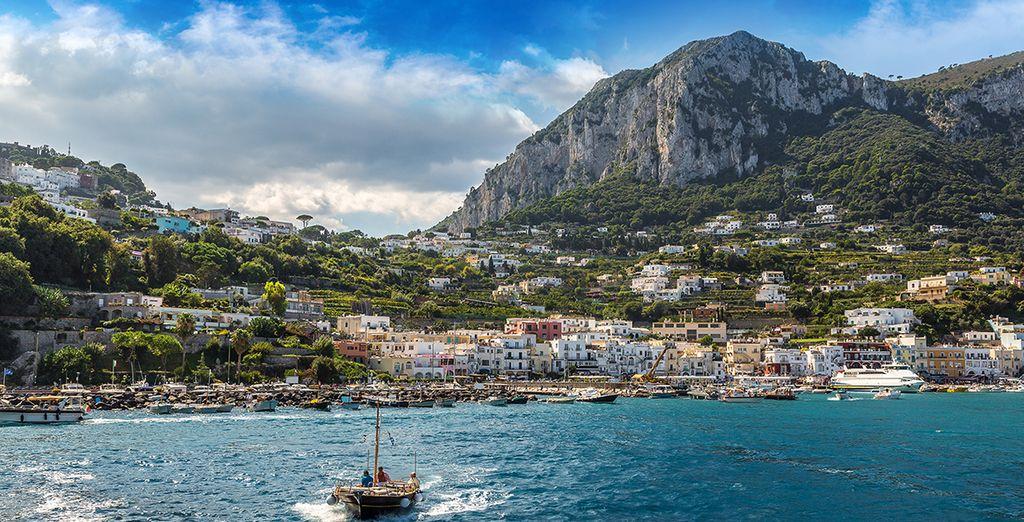 Fotografia degli splendidi paesaggi di Capri e delle sue isole verdi