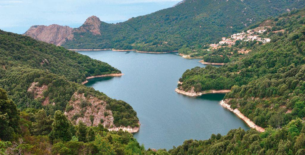 Paesaggio e costa rocciosa in Corsica