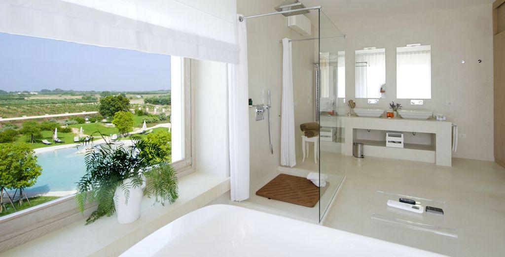 E godetevi l'ampio bagno che si apre direttamente sull'esterno