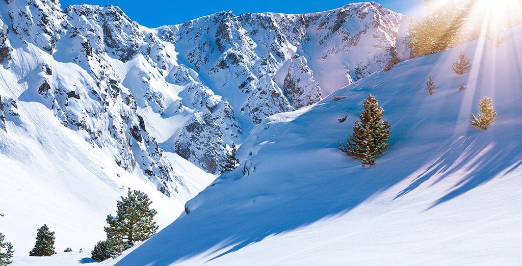 a soli 200 metri dal centro e a 10 km dalle piste da sci.