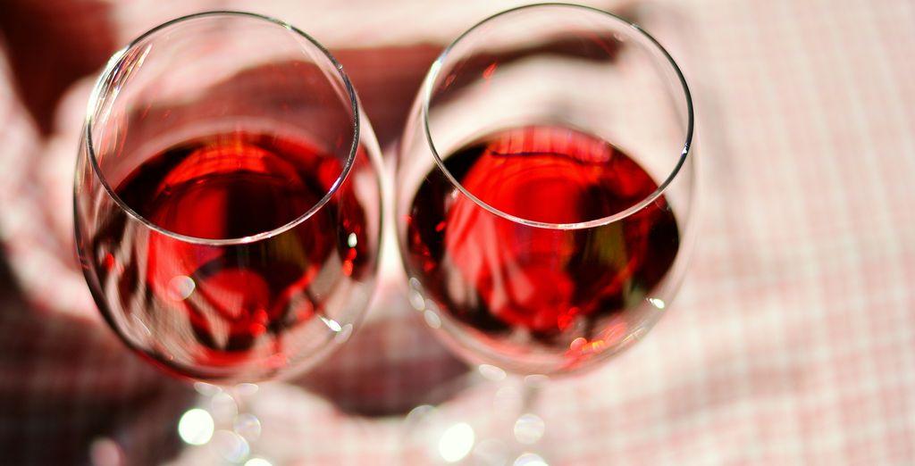 Assaporate il gusto della tradizione con la degustazione di 3 vini locali inclusa in tutte le offerte