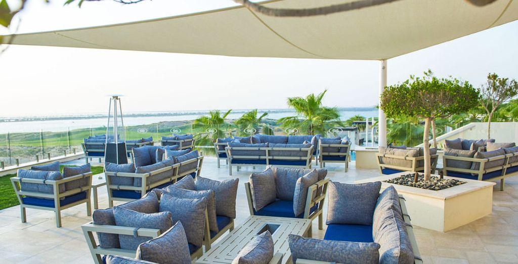 Concedetevi una pausa rilassante presso le magnifiche terrazze che vantano viste sui campi da golf