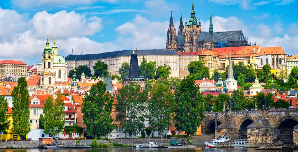 Fotografia della città di Praga e Cattedrale di San Vito