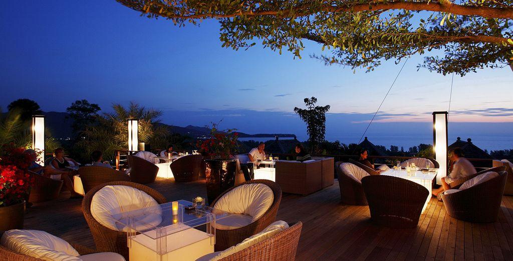 Il 360° Bar è il luogo perfetto per ammirare i meravigliosi tramonti di Phuket
