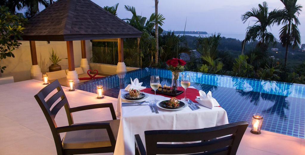 O una cena romantica a lume di candela e vista oceano
