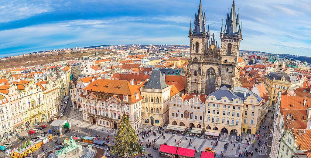Fotografia della vecchia Praga, strade acciottolate e bella architettura