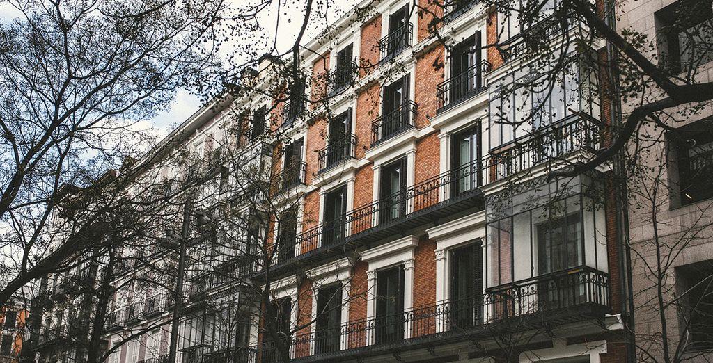 Una struttura dall'elegante architettura neoclassica vi aspetta