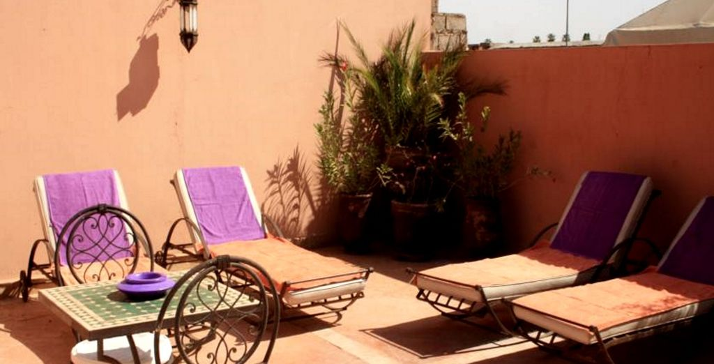 Rilassatevi in terrazza ammirando la movimentata Medina