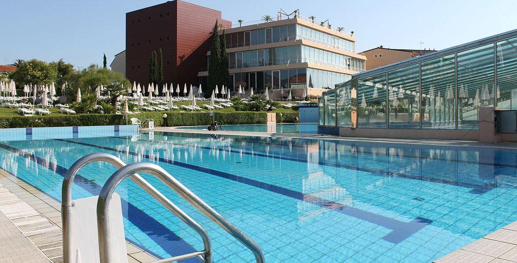 La piscina vi aspetta per giornate all'insegna del divertimento e relax